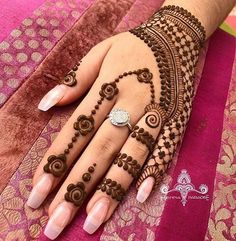 Best Mehndi Design Easy and Beautiful For Woman Easy to Draw. new best collection henna design for woman with easy and beautiful pattern to draw Dulhan Mehndi Designs, Ring Mehndi Design, Mehndi Designs For Girls, Mehndi Designs For Beginners, Modern Mehndi Designs, Mehndi Design Pictures, Latest Mehndi Designs, Mehandi Designs, Mehendi