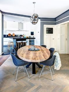 Ovale tafels - Zwaartafelen - Made in Holland - Robuuste tafels Round Dining Table Modern, Oval Table, Dinning Room Tables, Dining Table Design, Apartment Interior Design, Living Room Interior, Dining Furniture, Home Furniture, Eat In Kitchen Table