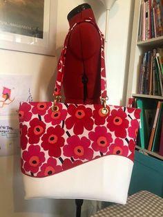 Sac Samba blanc et rouge à fleurs cousu par Adélia - Patron Sacôtin