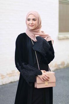 Turkish Fashion, Islamic Fashion, Muslim Fashion, Modest Fashion, Estilo Abaya, Hijabi Gowns, Chic Outfits, Fashion Outfits, Asian Model Girl