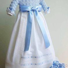 Para el nacimiento o el bautizo de tu principe azul 💙 #petitcolibrishop Información de precios llamar a +1 (305)7137329 Thing 1, Instagram, Flower Girl Dresses, Photo And Video, Wedding Dresses, Fashion, Baby Knitting, Christening, Princess