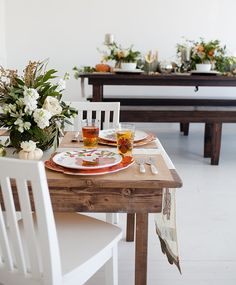 Match the adult and kid tables this Thanksgiving with this easy (and beautiful) DIY floral centerpiece.