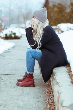CARA LOREN: cute boots and hoodie and like everything about her outfit is so amaze! Fashion Mode, Grunge Fashion, Look Fashion, Fashion Outfits, Fall Fashion, Looks Street Style, Looks Style, Style Me, Fall Winter Outfits