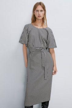 ZARA - Female - Houndstooth dress - Black / white - S Black And White Short Dresses, Dress Black, Black White, Robes Midi, Houndstooth Dress, Zara Women, Short Sleeve Dresses, Shirt Dress, Female