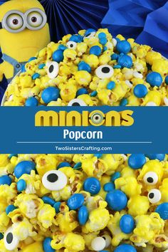 Yummy and adorable Minions Popcorn - sweet and salty popcorn mixed with M&M candy and googly monster eyes. A fun and delicious treat your family will love. Minion Party Food, Easy Party Food, Snacks Für Party, Minion Treats, Dessert Party, Party Desserts, Party Recipes, Star Wars Party, Perfect Popcorn