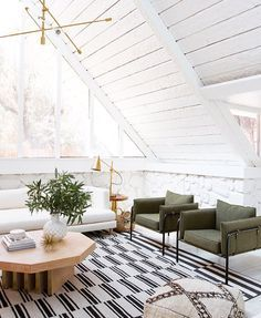 Love this bright + airy living room aesthetic!