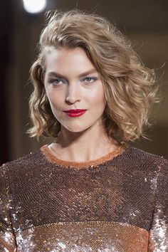 Wavy Blonde Bob with Red Lips | Glamour