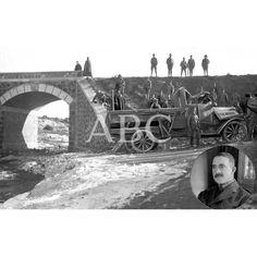 01/12/1922 MELILLA - EN EL PUENTE DE MONTE ARRUIT ESTADO EN QUE QUEDÓ EL CAMION QUE, AL VOLCAR, OCASIONO LA MUERTE DEL CAPITAN DE REGULARES,DON RAMON DE ARMIÑAN CUYO RETRATO SE VE EN EL ANGULO INFERIOR DERECHO DEL GRABADO (FOTO SILVA): Descarga y compra fotografías históricas en | abcfoto.abc.es