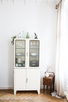 Retro Home Decor Examples, decor tips stamp 8765665034 - Really Terrific design to organize a truly incredible decor. The Amazing retro home decor ideas Ideas imagined on this fun day 20181208 Home Furniture, Furniture Design, Vintage Furniture, Diy Casa, Retro Home Decor, Style At Home, Minimalist Home, Home Fashion, Home Decor Inspiration