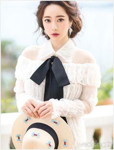 허니문에서 돋보이고 싶다면 브랜드 뮤즈 홍수아의 스타일에 주목하라 Tight Dresses, Girl Photos, Pretty Girls, Korean Fashion, Flower Girl Dresses, Celebs, Wedding Dresses, Korean Style, Instagram