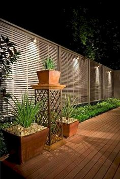Gorgeous 78 Creative Privacy Fence Ideas For Gardens And Backyards https://besideroom.com/2017/07/13/78-creative-privacy-fence-ideas-gardens-backyards/