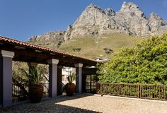 Self-catering villa to rent in Camps Bay.