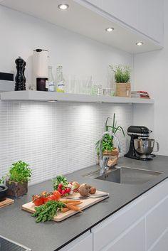 Estilo nórdico moderno en un edificio de 1885 Dining Corner, Kitchen Dinning, Kitchen Decor, Kitchen Design, Kitchen Interior, Interior Design Living Room, Little Kitchen, Interior Styling, Home Kitchens