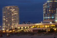 Atardecer en Punta   Hotel Conrad y Torre de Carlos Ott   110126-0191-jikatu