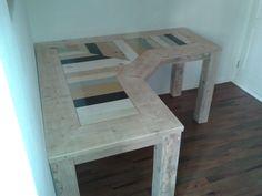 Hoekbureau van steigerhout gecombineerd met sloophout. Deze kleurtjes ook verwerken en de rest van je interieur? Dat kan bij www.krektopmaat.nl