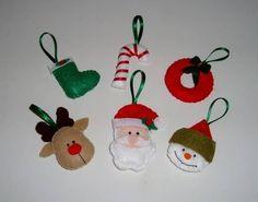 Confeccione enfeites natalinos com feltro para decorar a sua árvore de natal. (Foto: Divulgação)