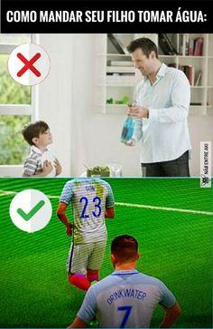 tradução da parte inferior: filho beba água