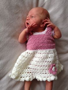 Free crochet pattern-newborn frilly flower dress