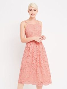 Meet the sweetest dress for this season's special occasions: it's candy floss pink, in delicate lace and has a slightly retro silhouette. Just add candy coloured accessories to keep things light and soft. Oasis Dress, Cami Midi Dress, Prom Dresses, Formal Dresses, Sweet Dress, New Outfits, Pretty Dresses, Street Style, Clothes For Women