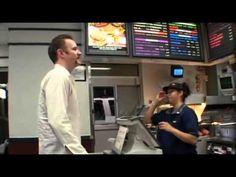 """Documental del McDonald en Español - YouTube  El protagonista se somete al análisis de varios médicos antes de empezar una """"dieta"""" de un mes comiendo en McDonald. Atentos a todos los valores analiticos que le hacen antes y después."""
