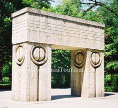 Constantin Brancusi - The Gate of Kiss (Targu-Jiu, Romania)