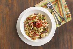 Spaghetti z oliwkami, pomidorami i szynką parmeńską  Mezzek Chardonnay doskonale uzupełni smak dania. #mezzek