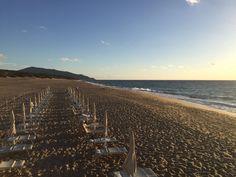 Il momento perfetto per rilassarsi al suono delle onde. #AmaLaTuaVacanza #Sardegna #LeDunePiscinas  The perfect time to relax to the sound of the waves. #LoveYourHoliday #Sardinia #LeDunePiscinas  www.ledunepiscinas.com