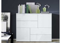 Chest of drawers in