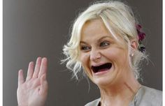 ok, amy poehler is just scary without teeth! :O