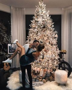 Best Merry Christmas Love Quotes, romantic messages and wishes for her and him. Wish your Girlfriend or boyfriend with Christmas love sayings images and make them emotional. Christmas Is Over, Christmas Couple, Christmas Mood, First Christmas, Couple Christmas Pictures, Merry Christmas, Christmas Tumblr, Christmas Outfits, Christmas Trees
