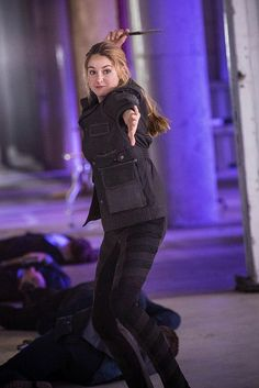 Hey look I'm divergent Divergent Trilogy, Divergent Insurgent Allegiant, Divergent Fandom, Divergent Jokes, Veronica Roth, Entertainment Weekly, Tris Und Four, Tris Et Quatre, Tris Prior
