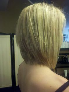 "Inverted med length ""Jennifer Anniston"" hair cut"