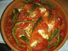 Ένα μεζεδάκι που γίνεται τάκα-τάκα και είναι πολύ νόστιμο... 200 γρ σκληρή φέτα 4 κουταλιές ελαιόλαδο Ρίγανη 1 πιπεριά πράσ... Greek Recipes, Thai Red Curry, Food And Drink, Cooking Recipes, Snacks, Sweet, Ethnic Recipes, Salads, Candy