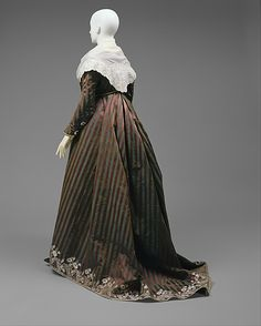 Round Gown ca. 1795; Met 1979.20a-g. Ensemble includes gown, separate stays, sleeveless spencer, and separate sleeves
