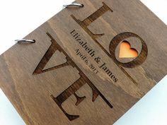50,00  Dieses Angebot gilt für ein Hochzeit Gästebuch, hergestellt aus Holz, Lasergravur. Größe ca. 6 x 8 1/2  und hat 30 Elfenbein Seiten für Ihre