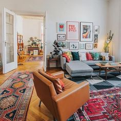 Bohemian Style Interior Design Ideas for Your Homes Boho Living Room, Home And Living, Living Room Decor, Living Spaces, Small Living, Cozy Living Rooms, Quirky Living Room Ideas, Living Room With Color, Colorful Living Rooms