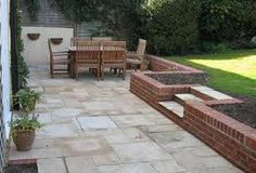 patio with retaining wall - Google Search Low wall - can be used to sit on