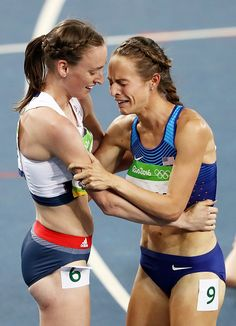 Laura Weightman of Great Britain hugs bronze medalist Jennifer Simpson of the…
