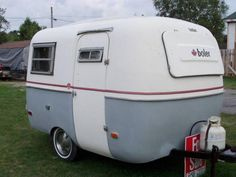 Grey and red stripe boler.