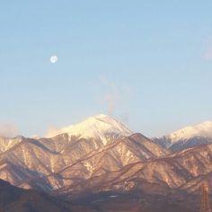 常念岳と月