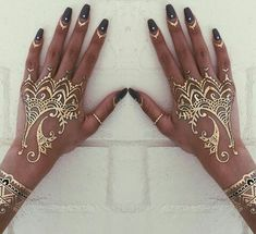 Nails and gold henna