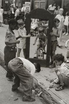 Helen Levitt. New York. c. 1940