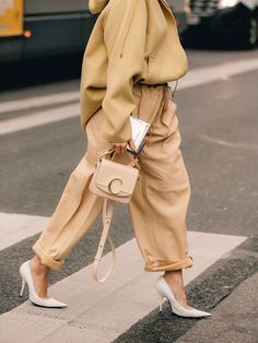 Spring fashion sale at net a porter stylish outfits to try this fall Fashion Sale, Look Fashion, Spring Fashion, Winter Fashion, Womens Fashion, Fashion Trends, Fashion 2020, Runway Fashion, Fashion Tips