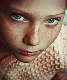 Portrait Photography: A face with our freckles is like the sky without stars… Beautiful Freckles, Beautiful Eyes, Beautiful People, Amazing Eyes, Pretty Eyes, Beautiful Women, Color Del Pelo, Freckles Girl, Freckle Face