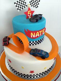 Cakesbykirsten Hotwheels inspired cake. Handmade sugar cars and track. #hotwheelscake #racecarcake #boyscakes