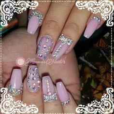 ⛄❄#Nails #uñas #nailspretty #nailsdesign #acrílico #acrylicnails #uñasbellas #uñashermosas #uñasguapas #guapuras #diseño #kimerasnails #glitter #acrilicodecolor #sculpturenails #ChristmasNails #pinknails
