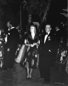 Ginger Rogers and Fred Astaire Hollywood Cinema, Old Hollywood Stars, Hollywood Actor, Golden Age Of Hollywood, Classic Hollywood, Classic Man, Classic Movies, Eight Movie, Descendants