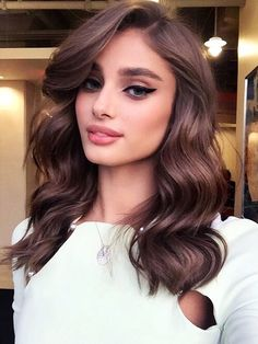 Hair: Brown Hair Color Ideas Taylor Hill's Chocolate Brown Hair Color is to dye for! Create with O&M Mineral.CCT and Chocolate Brown.Taylor Hill's Chocolate Brown Hair Color is to dye for! Create with O&M Mineral.CCT and Chocolate Brown. Elegant Hairstyles, Wedding Hairstyles, Cool Hairstyles, Hairstyles Haircuts, Hairstyle Ideas, Makeup Hairstyle, Latest Hairstyles, Everyday Hairstyles, Curled Hairstyles For Medium Hair