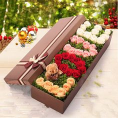 Chocolate Covered Strawberries Discover send flowers to shanghai best flowers to shanghai delivered by shanghai local flowers shop Flower Box Gift, Flower Boxes, Valentines Flowers, Valentine Gifts, Valentine Nails, Valentine Ideas, Diy Gift Box, Diy Gifts, Flower Bouquet Diy