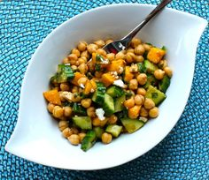 Chickpea and Mango Lunch Bowl by butterversusburpees #Chickpea #Mango #Salad #butterversusburpees